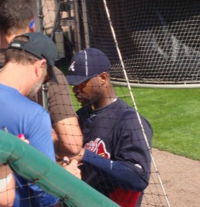 Heyward signs autographs